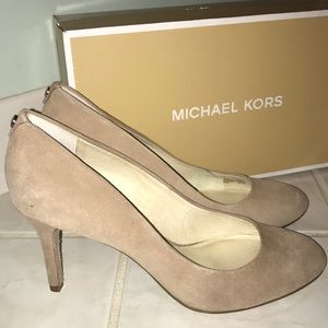 Michael Kors Suede pumps